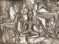 ※「グンデストルップの大釜」に描かれたケルヌンノス 画像は「Wikipedia」より