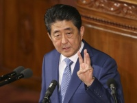 安倍晋三首相(写真:AP/アフロ)