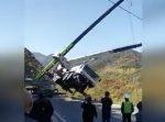倒れる〜! クレーンが横転する寸前に操縦者が脱出。