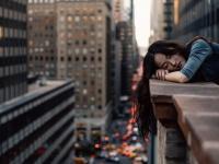 ね、眠い……眠すぎて仕事中ちょっと寝てから戻ってきた経験がある社会人は約2割