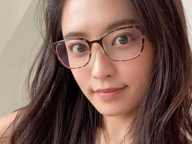 小島瑠璃子、すっぴんメガネ姿を披露で大反響「メイクなしで美しいのは ...