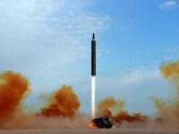北朝鮮が発射した弾道ミサイル「火星12」(提供:KNS/KCNA/AFP/アフロ)