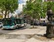 フランスの小都市がバスの運賃を無料に。車の利用者が減少しCO2排出量が削減。バスの旅を楽しむ人が増加