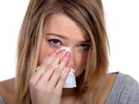 花粉症でアイメイクの崩れが気になる!(depositphotos.com)