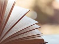 大学生のうちに読んでおくべき書籍48選! 社会人が選ぶ学生時代の必読書は?