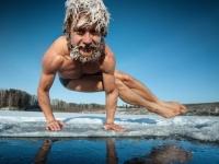 冷たい水で泳ぐとうつ病が改善される?人によっては効果あり。医師の取り組みと女性患者の記録(英研究)