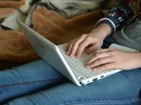 プライベートでPCやタブレットを持っている社会人は6割! その用途は?