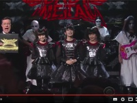 YouTube『BABYMETAL Makes Their U.S. Television Debut』より。