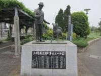 「上野英三郎博士とハチ公」の銅像(画像提供:津市久居総合支所地域振興課)