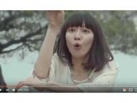 「吉岡里帆 / 戸塚純貴【ゼクシィCM】ふたりの法則『なあなあネコ篇』『踊りだしたら篇』」(YouTube)より