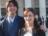 金子恵美議員(右)と夫の宮崎謙介氏(写真:日刊スポーツ/アフロ)