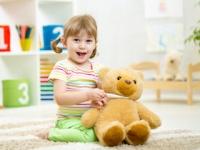 小児科待合室のぬいぐるみには触らないほうが無難(depositphotos.com)