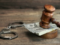 保釈金500万円や安いか高いか? shutterstock.com