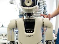 世界初のロボット警官がドバイに登場!