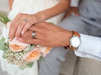 24歳男性と81歳女性の年の差婚。懲兵から逃れるための偽装結婚と噂されるも結婚2年目を迎える(ウクライナ)