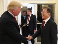 日米韓首脳が初会談 北朝鮮問題で連携を確認(YONHAP NEWS/アフロ)
