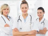 女性医師の割合は、米国では3割強、日本では2割弱(shutterstock.com)