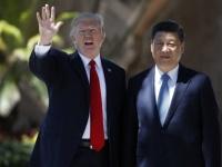 米中首脳会談でのドナルド・トランプ大統領(左)と習近平国家主席(右)(写真:AP/アフロ)
