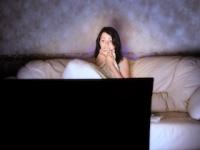 帰宅後の夜更かしが現代人の睡眠を削る?(depositphotos.com)