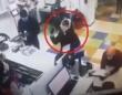 マスクを着用していないので郵便局で受付を断られて女性、その場で頭に下着を被る応急措置(ウクライナ)