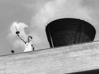 1964年の東京オリンピック開会式の様子(写真:読売新聞/アフロ)