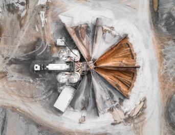 そこにあるのは退廃的美しさ。鉱山採石場を上から見た俯瞰写真