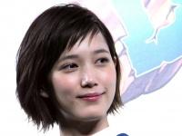 本田翼、菅田将暉との熱愛報道への質問に笑顔を浮かべて無言