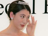 三吉彩花が大粒の涙「父の日にウェディングドレスを見せられて嬉しい」