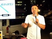 """新宿駅西口で""""街頭記者会見""""を行う山本太郎"""