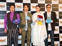 完成披露発表にて。(左から、山田孝之、森山未來、武井咲、堀井雄二)
