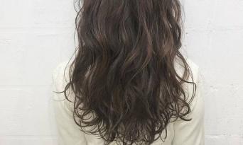 【可愛いカラーをしたら、巻きたくなっちゃう!】普通の日でも、可愛いカラーと巻き髪で特別な日に♡