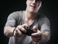テレビゲームは「脳」に安全か危険か?(depositphotos.com)