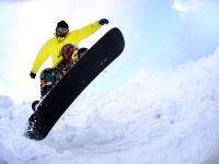 ウィンタースポーツが楽しいこの季節! スキーとスノボ、あなたはどっちをしたい?