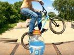 今度は自転車! BMXでボトルキャップチャレンジ!