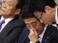 衆院本会議で、疲れた表情をみせる安倍晋三首相(写真:日刊現代/アフロ)
