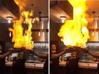 ファイア~!燃え上がる料理を運ぶウエイターたちに起こる悲劇はこの後すぐ!
