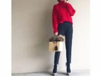 暗くなりがちな冬は、赤のニットで華やぎをプラス #東京365日コーデ