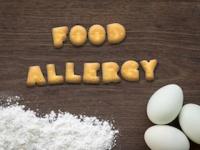 「アレルギーを引き起こす可能性がある食べ物は与えない」という考え方が変わってきた(depositphotos.com)