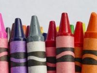 【心理テスト】空の絵を描きたいのに水色のクレヨンがない。どうする? 「あなたの完璧主義度」