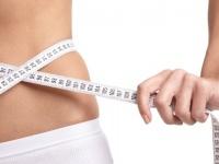大学生になって太った人の割合は? 「外食が多くなった」「節約で痩せた」