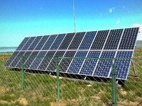 24枚の太陽電池パネルでつくられたソーラーアレイ(「Wikipedia」より)