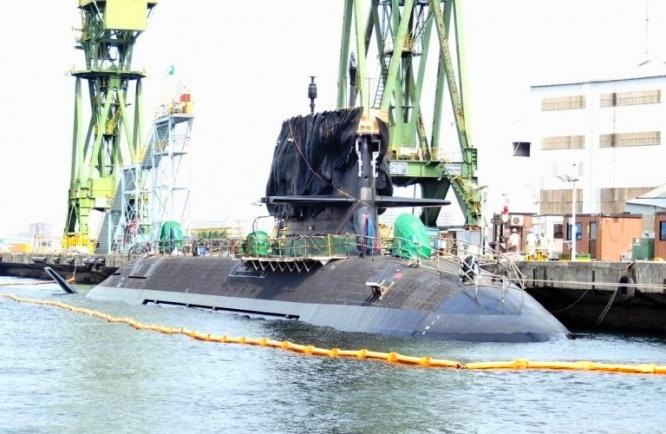 川崎重工業神戸工場に現れた潜水艦