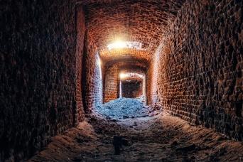 引っ越し先の家の地下に謎の空間、200年以上前のトンネルを発見!(アメリカ)