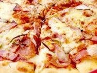 """「ドミノピザ」ご飯使用の""""日本食ピザ""""に「ドリアじゃん」のツッコミ!"""