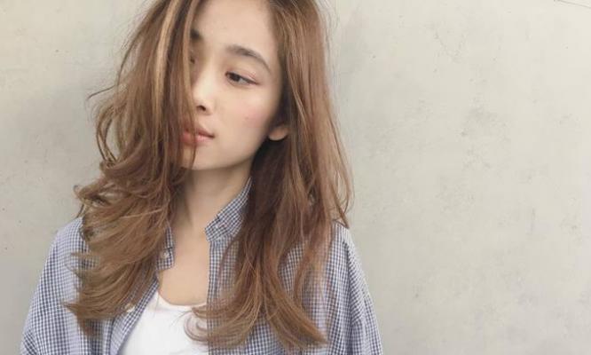 """クセ毛を活かして可愛くなれる♡2017年は大人な""""ゆるっとウェーブヘア""""がトレンド必至☆"""