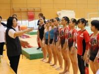 体操 女子日本代表 公開練習での塚原千恵子 強化本部長(写真:アフロ)