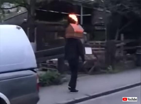 キャビンマン?頭が小屋で煙突から火を噴きだしながら歩く謎の人物が目撃される。その正体は?(イギリス)
