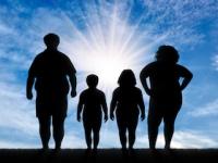 周囲の人々が太っている人が多いと、あなたも肥満に!(depositphotos.com)