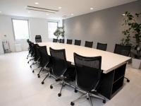 意外と簡単! 集中して会議を進めるコツは「会議室の〇〇さ」を変えること