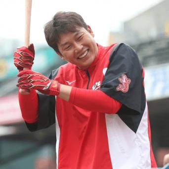 今季、神宮球場でもっとも声援を受けたの大松尚逸……ではなく広島のあの選手!?